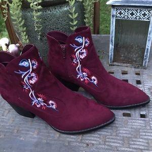 NWOT - Carlos Santana / Layne Maroon Ankle Bootie